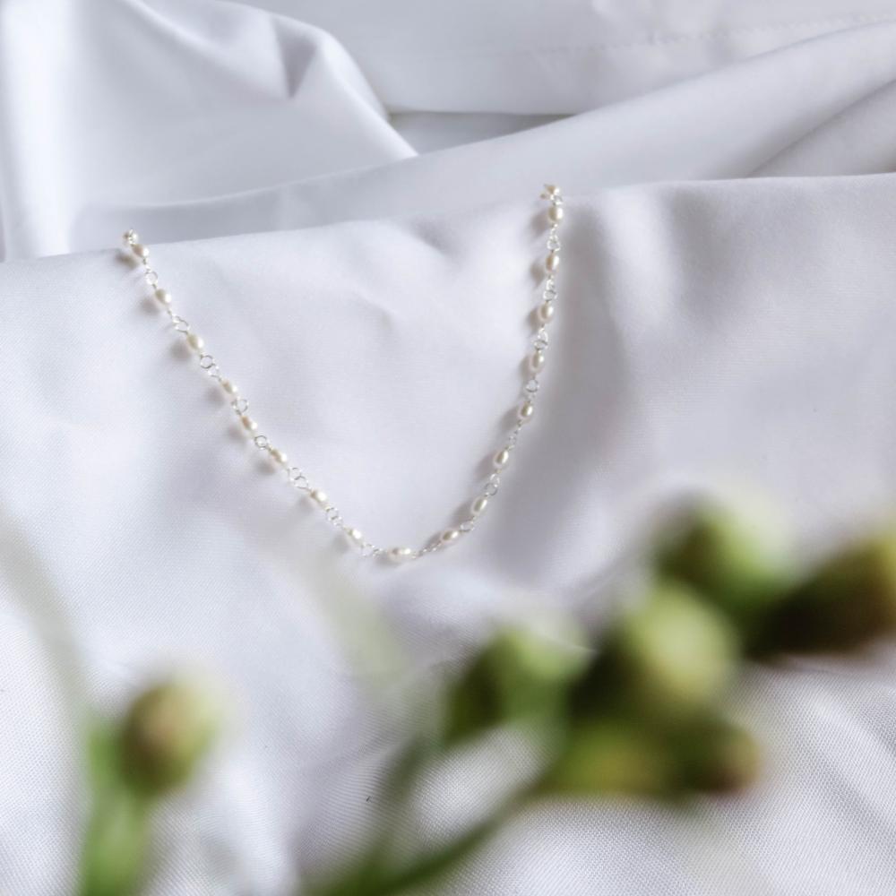 """Silver Necklace """"Perla Arroz Bailando"""""""
